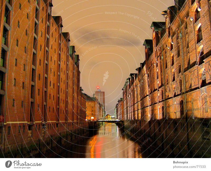 Speicherstadt Hamburg Nacht dunkel Stadt Langzeitbelichtung Alte Speicherstadt ruhig Gelassenheit dri Freiheit schön