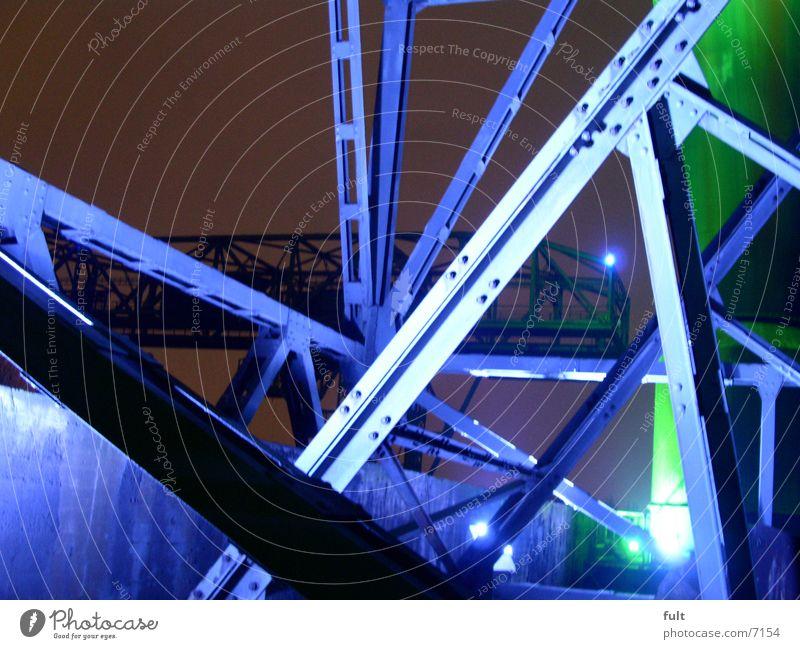 stahlgerüst grün blau Metall Industrie Verbindung Stahl Nachtaufnahme Duisburg Ruhrgebiet Stahlträger Landschaftspark Duisburg-Nord