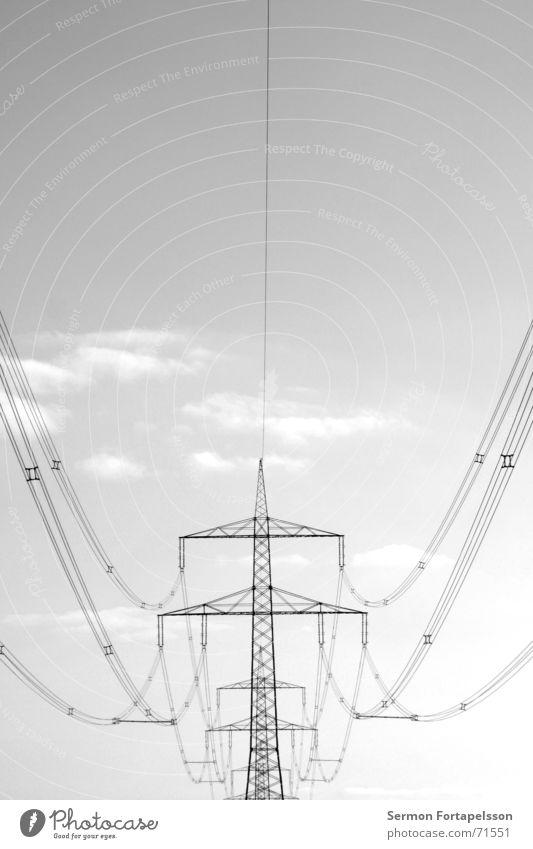 >> Elektrizität Fachwerkfassade elektronisch elektrisch Starkstrom Wolken Feld Sommer Nachmittag Samstag Einsamkeit Landwirtschaft Wiese flach einzeln Stahl