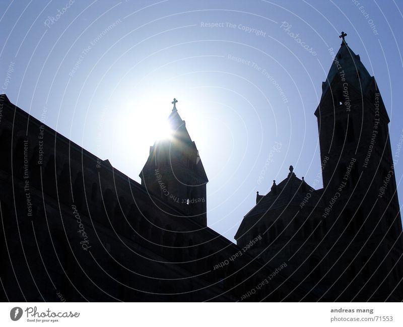 Speyerer Dom Gebäude Gegenlicht Religion & Glaube church building Sonne sun blau Beleuchtung beams ray rays Turm towers
