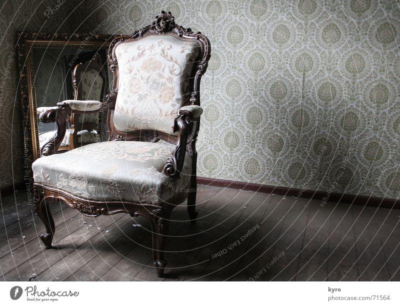 1900 Flur Holz Tapete Bodenbelag Polster Spiegel Spiegelbild geschwungen Material braun dunkel Licht Muster Schnitzereien Ecke Stuhl alt Bild Stuhllehne Arme