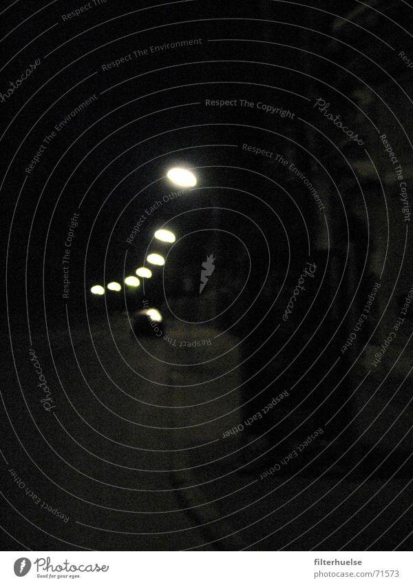 Kein Mond in dieser Nacht ruhig Einsamkeit Ferne Straße dunkel Tod Wege & Pfade Ende München Laterne Bayern