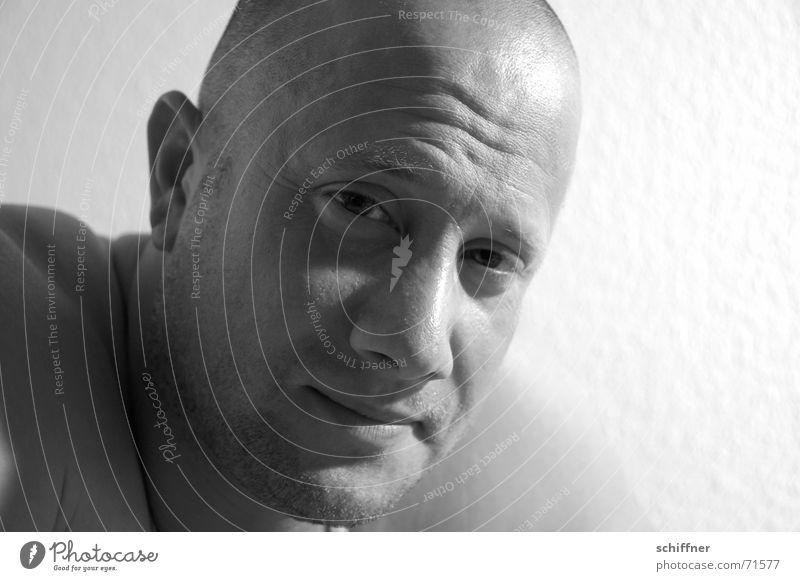 Draghar 3 Mann maskulin Verschmitzt zynisch Glatze Haarausfall Mundwinkel Reihe Schwarzweißfoto grinsen lachen Blick Gesicht Nase Ohr Auge mun stirn in falten