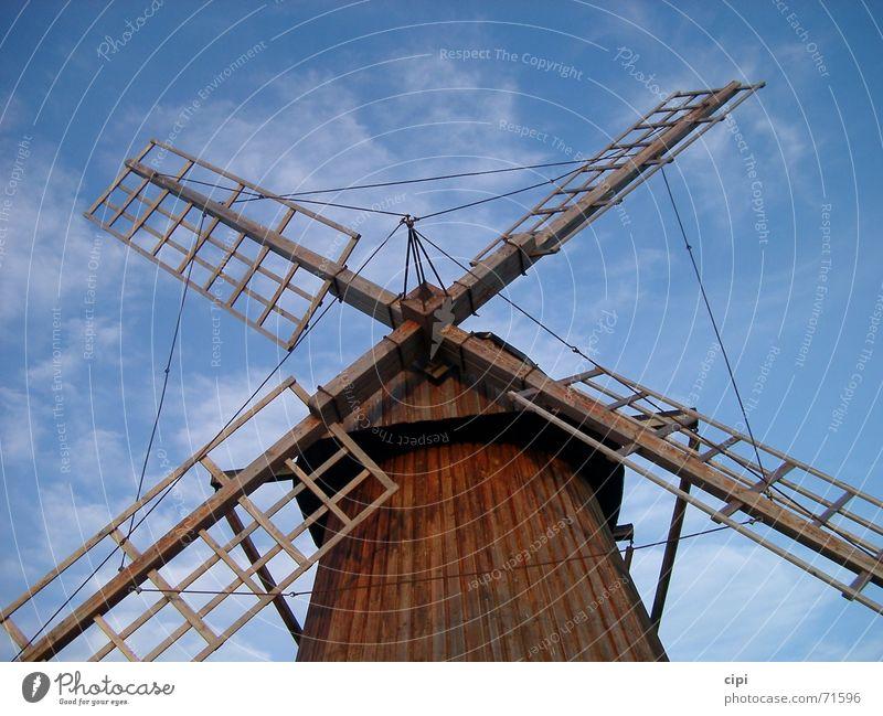 Abwarten Mühle Windmühle stagnierend Wolken Niederlande Himmel Schweden