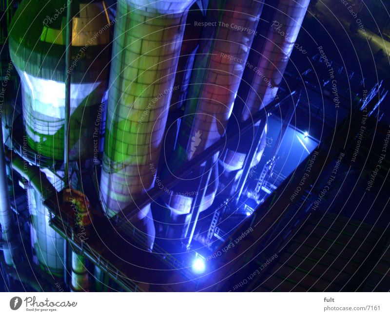 kessel Kessel Stahl Eisen grün Landschaftspark Duisburg-Nord Nachtaufnahme Stil Industrie Eisenrohr blau