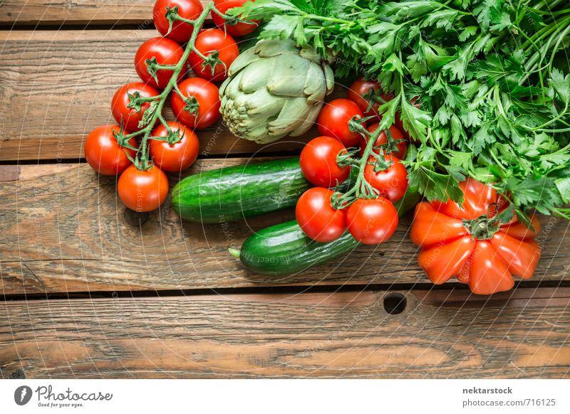Frisches Gemüse vom Markt Lebensmittel Salat Salatbeilage Ernährung Bioprodukte Vegetarische Ernährung Diät Lifestyle kaufen frisch Gesundheit vegetables wood