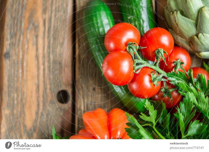 Frisches Gemüse vom Markt Lebensmittel Salat Salatbeilage Ernährung Bioprodukte Vegetarische Ernährung Diät Lifestyle frisch Gesundheit vegetables wood