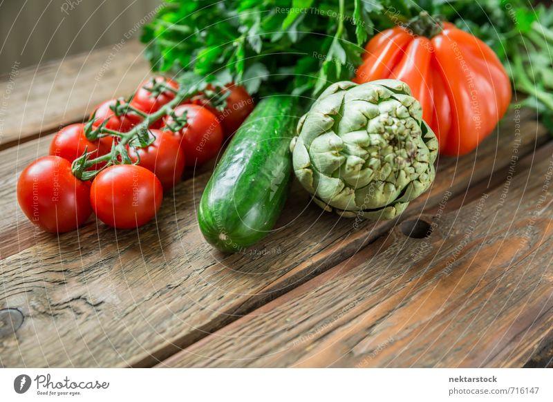 Frisches Gemüse vom Markt Lebensmittel Salat Salatbeilage Ernährung Bioprodukte Vegetarische Ernährung Diät frisch Gesundheit vegetables wood Hintergrundbild