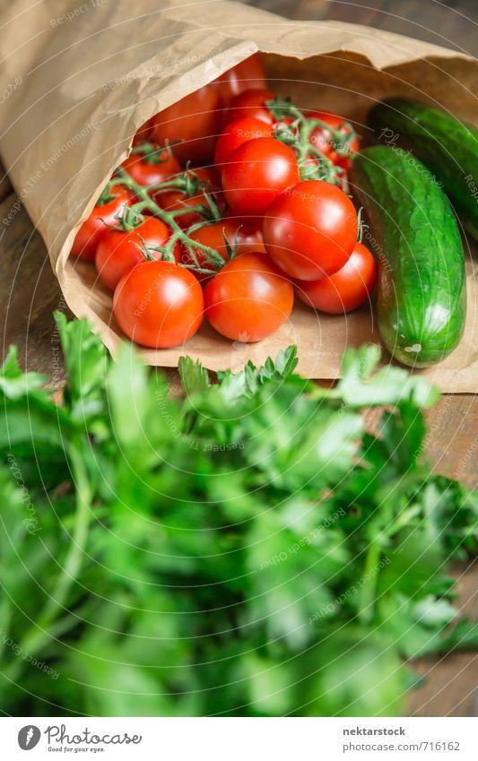 Biogemüse vom Markt Gemüse Salat Salatbeilage Ernährung kaufen Gesundheit Gesunde Ernährung Küche frisch grün rot vegetables Hintergrundbild market tomato food