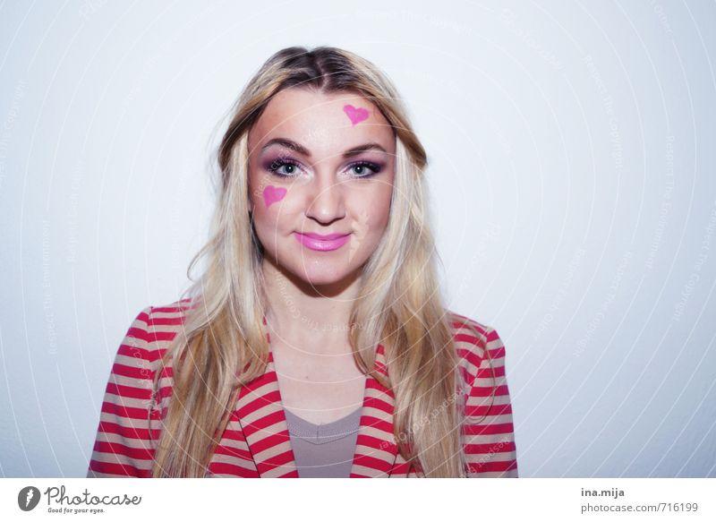 naja, vielleicht steht es mir doch auf der Stirn geschrieben! Mensch Frau Jugendliche 18-30 Jahre Erwachsene Gefühle Liebe feminin Junge Feste & Feiern Stimmung rosa Zusammensein Zufriedenheit blond Lächeln