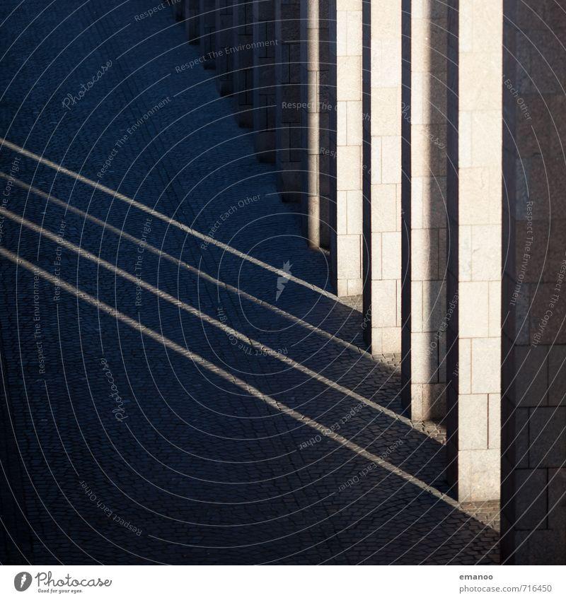 sunlines Stadt Stadtzentrum Skyline Haus Bauwerk Gebäude Architektur Mauer Wand Fassade Stein Beton dunkel hell Spitze grau Gasse Säule Arkaden Ecke Linie