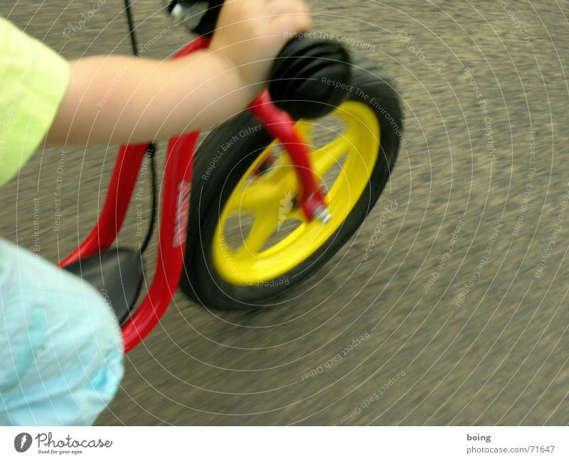 fest am Griff Kind Spielen Freiheit Bewegung Fahrrad Freizeit & Hobby frei Geschwindigkeit Sicherheit Rad Reifen Tretroller Fahrradlenker Kinderfahrrad Lenker