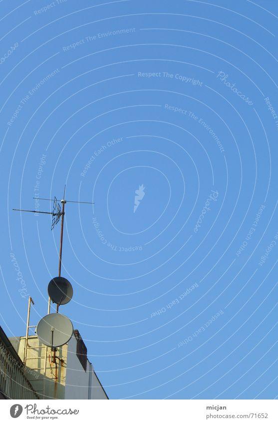 für BUNGO! ... jetzt? Himmel blau gelb Stein hoch Kreis Ecke Zukunft rund Dach Fernsehen Wissenschaften Strahlung Leiter Antenne beige