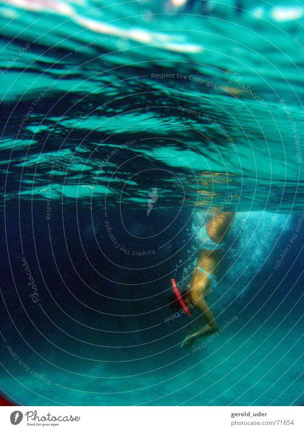 Eintaucher(in) Wasser Meer Erholung Suche tauchen entdecken Bikini Erfrischung Mallorca Taucher Schnorcheln Tauchgerät