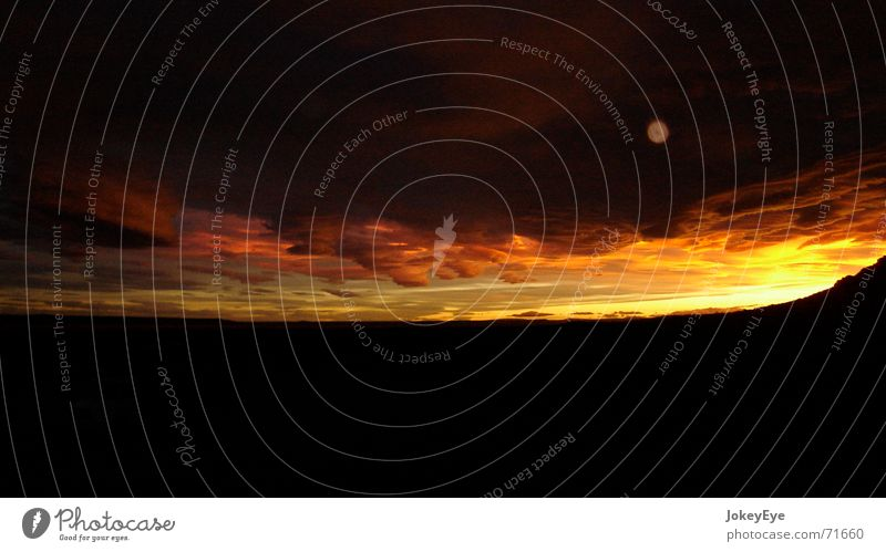 Abendstimmung in den Weiten Patagoniens Himmel Wolken Einsamkeit Ferne groß Abenddämmerung Panorama (Bildformat) Steppe Chile abgelegen Argentinien Bergkette Südamerika Patagonien