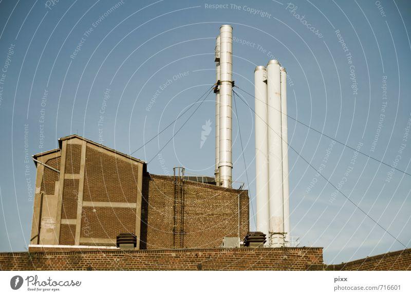 UT Köln | von hinten betrachtet Arbeitsplatz Fabrik Industrie Energiekrise Schönes Wetter Menschenleer Bauwerk Gebäude Architektur Mauer Wand Fassade