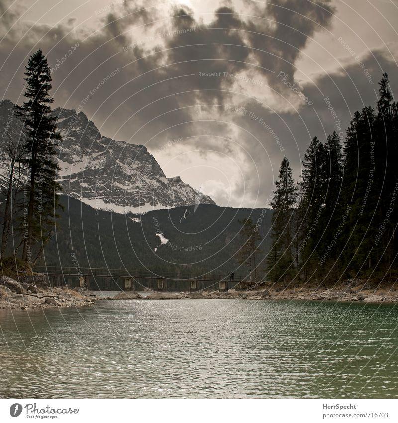 Von Eib nach Zug Umwelt Natur Landschaft Himmel Wolken schlechtes Wetter Felsen Alpen Berge u. Gebirge Zugspitze Gipfel Schneebedeckte Gipfel Seeufer Eibsee