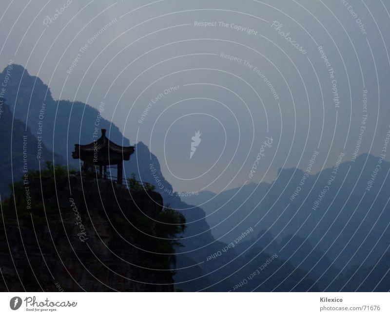 Nuancen von Blau Haus Einsamkeit Berge u. Gebirge grau Aussicht China Tempel Peking