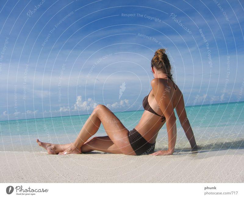 wie in der werbung Riff See Malediven Strand Meer Sandbank Ferien & Urlaub & Reisen tauchen Bikini träumen Horizont Frau schön traumurlaub starnd honeymoon