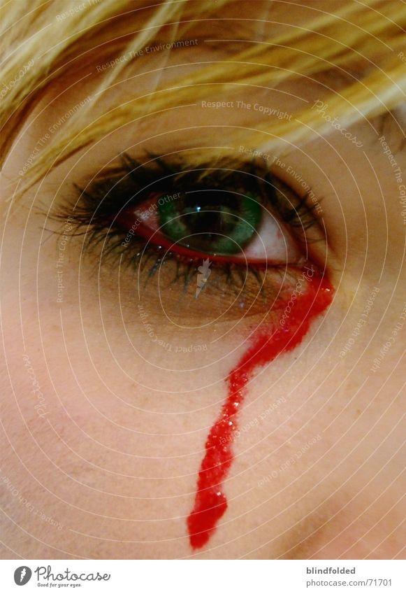 scream at me until my eyes bleed Auge Haare & Frisuren Schmerz Blut Tränen verlieren Seele Qual