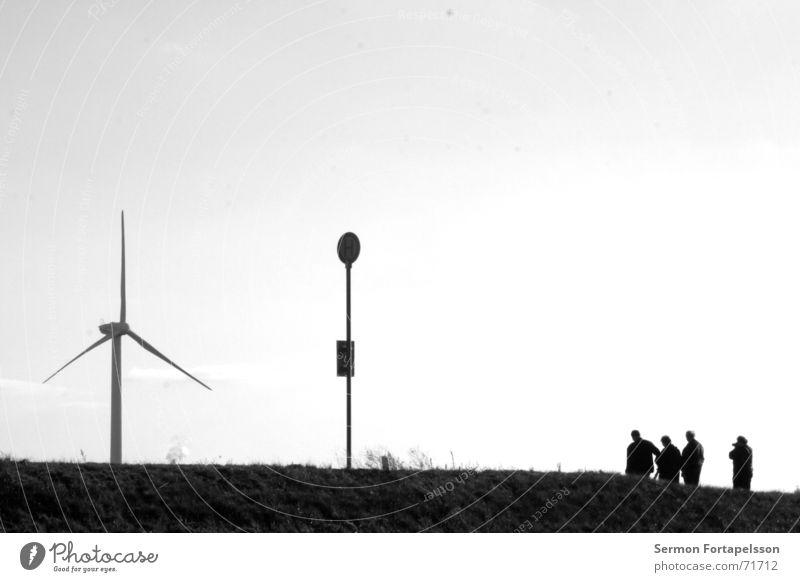 samstag nachmittag Mensch Himmel Sommer Einsamkeit Wolken Landschaft Straße Wiese Stil Traurigkeit Kraft Wind Feld warten Energiewirtschaft mehrere