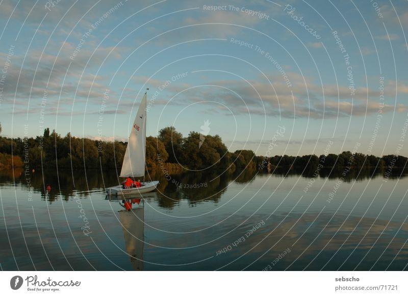 Flaute, na und? See Segeln Wolken Reflexion & Spiegelung Segelboot Wasserfahrzeug Stimmung ruhig Erholung flaute Himmel Abend Wind
