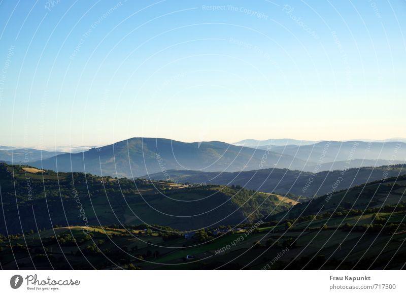 Ferne. ruhig Ferien & Urlaub & Reisen Ausflug Freiheit Berge u. Gebirge wandern Jakobsweg Camino de Santiago Pilgern Natur Landschaft Luft Wolkenloser Himmel