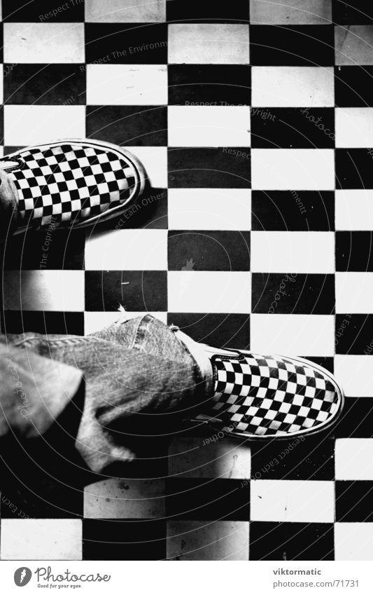 vernunft bezogen Jugendliche schön schwarz Auge Stil Mode Schuhe ästhetisch Bodenbelag Bekleidung trist Coolness Kommunizieren Bad Jeanshose Fliesen u. Kacheln