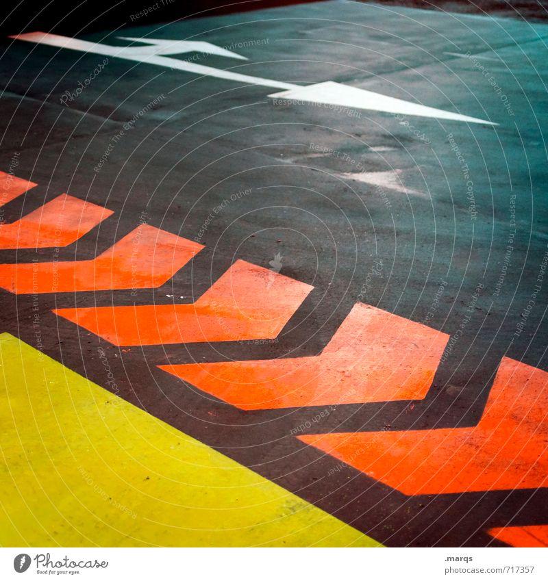 Wegweiser Verkehr Verkehrswege Straße Wege & Pfade Parkhaus Schilder & Markierungen Pfeil Streifen fahren außergewöhnlich dunkel gelb grau orange Farbe