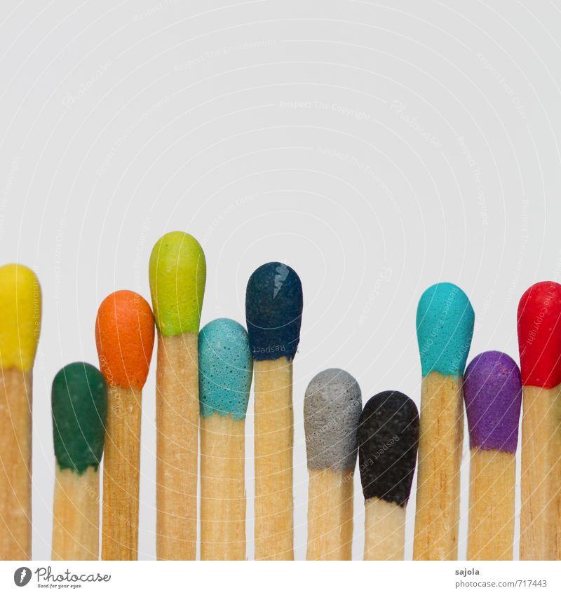 echt | sajola androgyn Menschengruppe Menschenmenge Holz stehen Zusammensein blau mehrfarbig gelb grau grün violett orange rot schwarz Team Teamwork