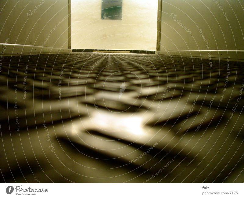 gang Blech Bodenbelag Strukturen & Formen unten Stahl Muster Design Wand Ausgang Eingang Architektur riffelblech Makroaufnahme rutschfest kahl Wege & Pfade Raum