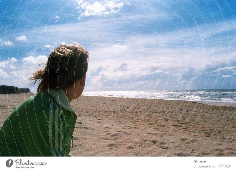 Sun on the beach Strand Meer Mädchen Gedanke Unendlichkeit vermissen grün braun Wolken Sehnsucht Trauer Verzweiflung Sommer Küste sun Himmel heaven frei free