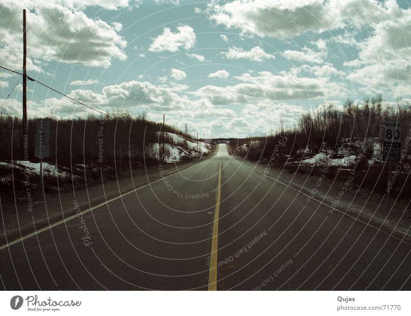 Highway in Kanada Himmel Wolken Ferne Straße Wege & Pfade Landschaft leer Asphalt Unendlichkeit lang Autobahn Verkehrswege Kanada Ödland