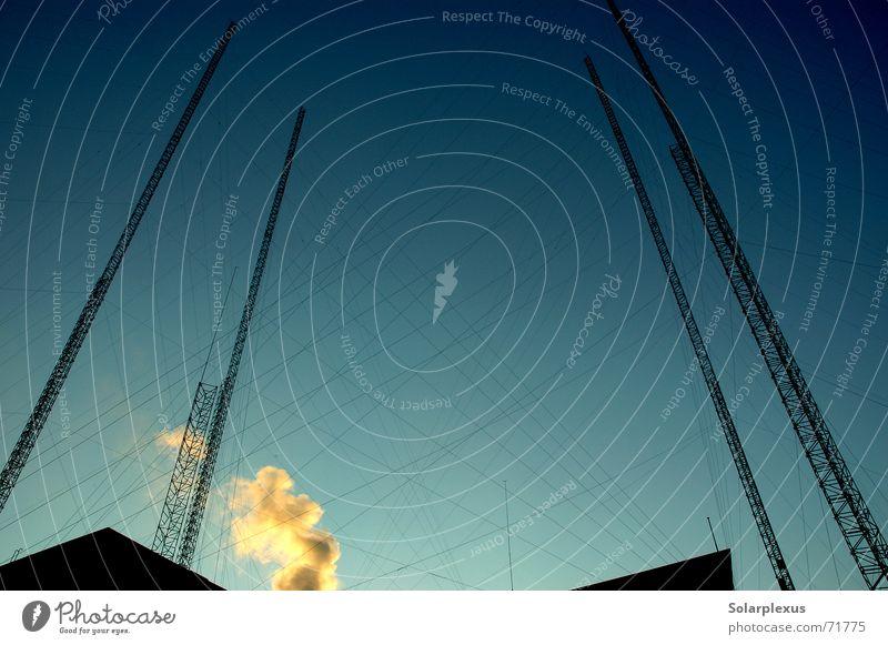Im Osten der Stadt Hochhaus Netzwerk Turm Stahlkabel aufwärts Konstruktion vertikal Vernetzung netzartig Stahlkonstruktion himmelwärts Luftschloss Stahlturm