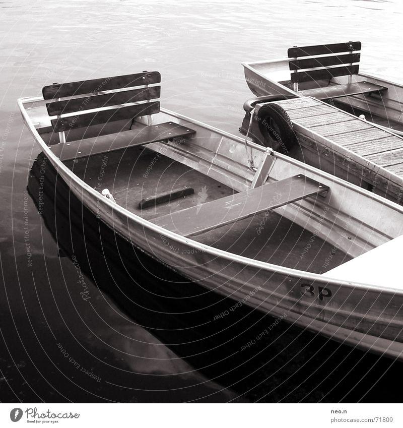 Boat on the river Erholung ruhig Angeln Meer Wellen Wasser Sommer Schönes Wetter Küste See Wasserfahrzeug Metall sitzen braun Bootsfahrt Im Wasser treiben