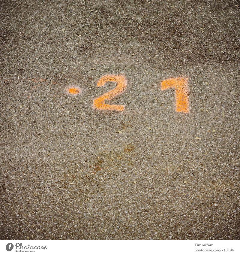 AST 7 | Es waren lange Wege. Straße Gefühle Wege & Pfade grau gehen orange einfach Punkt Ziffern & Zahlen deutlich 21