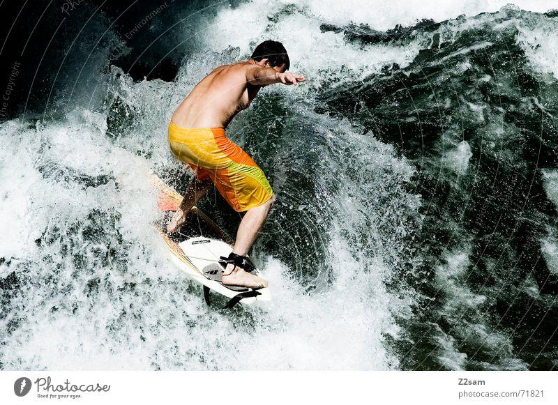 Citysurfer VII Surfer Wassersport Winter kalt Anzug Neopren Surfen Wellen Stil München Zufriedenheit nass Sport grün Mann lässig Körperhaltung Sturz Aktion