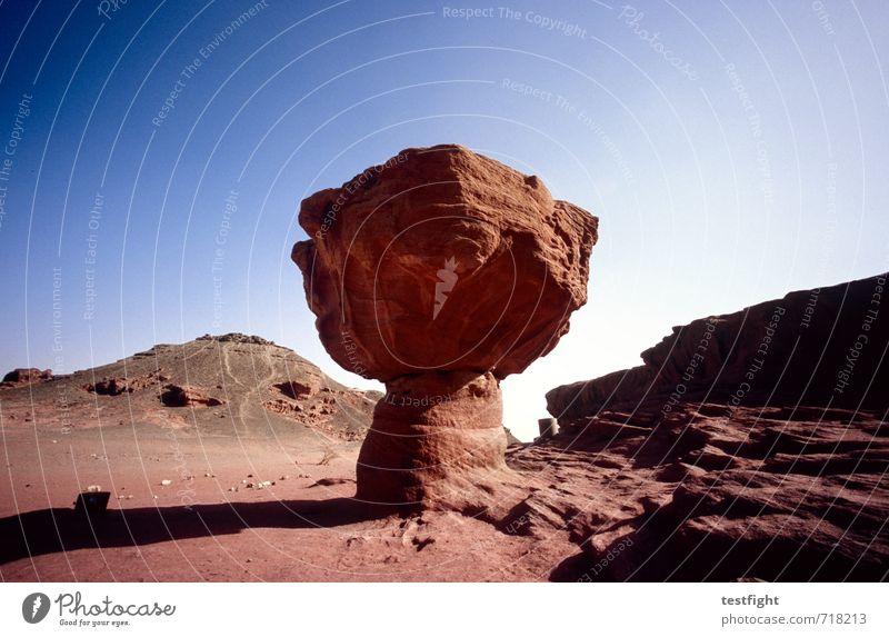 The Bomb Umwelt Natur Landschaft Urelemente Erde Sand Luft Himmel Sonne Wüste Wärme blau rot Feindseligkeit rote erde extrem trocken Farbfoto Außenaufnahme