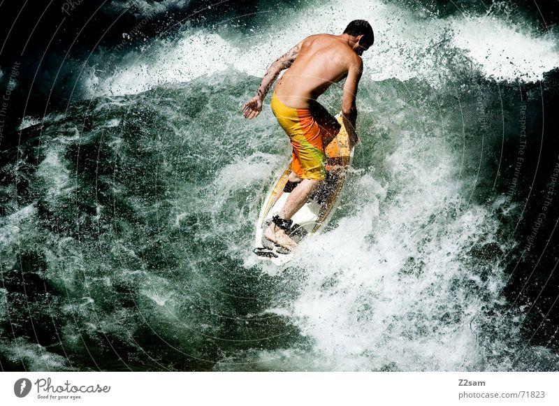 Citysurfer IX Surfer Wassersport Winter kalt Anzug Neopren Surfen Wellen Stil München Zufriedenheit nass Sport grün Mann lässig Körperhaltung Sturz Aktion