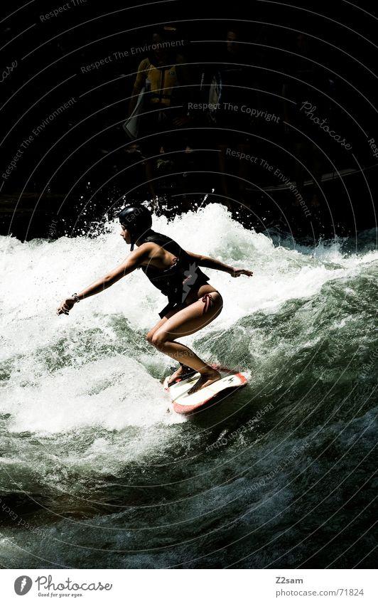 Citysurferin I Frau Mensch Mann Wasser grün Winter Sport kalt Stil Bewegung Zufriedenheit Wellen nass Wassertropfen Aktion modern