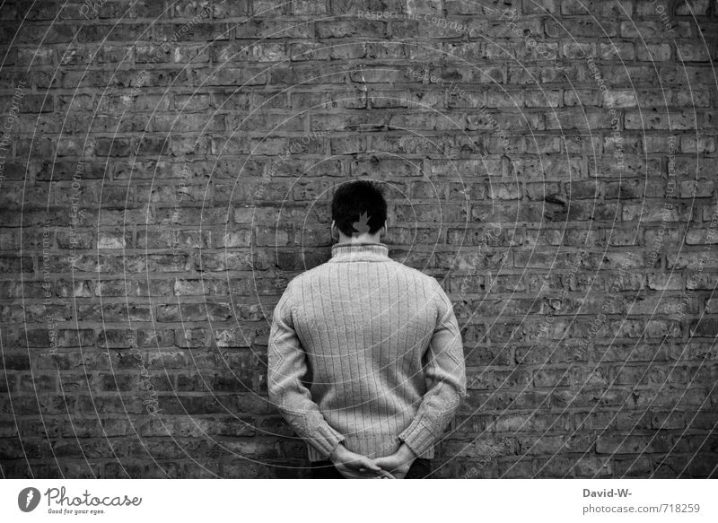 game over Mensch maskulin Mann Erwachsene 1 18-30 Jahre Jugendliche Mauer Wand Pullover Stein Traurigkeit Aggression dunkel kalt rebellisch Wut grau schwarz