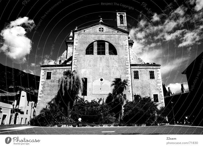 God house s/w alt Himmel dunkel Religion & Glaube groß bedrohlich Turm Italien Palme Gott Götter Katholizismus Gardasee