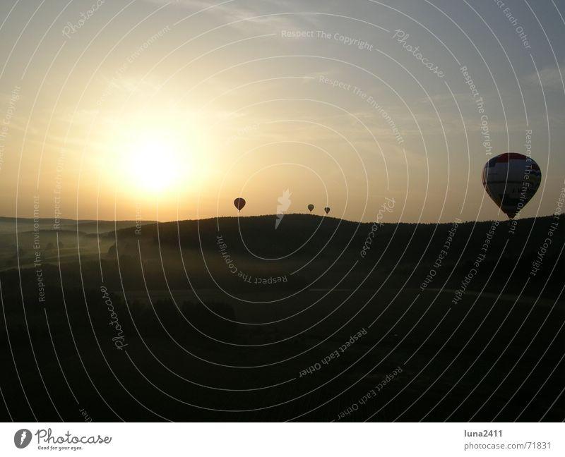 Ballonfahrt am Morgen 1 Himmel Sonne Landschaft Nebel Treppe fahren Bodenbelag Ballone Nebelbank Ballonfahrt Bodennebel