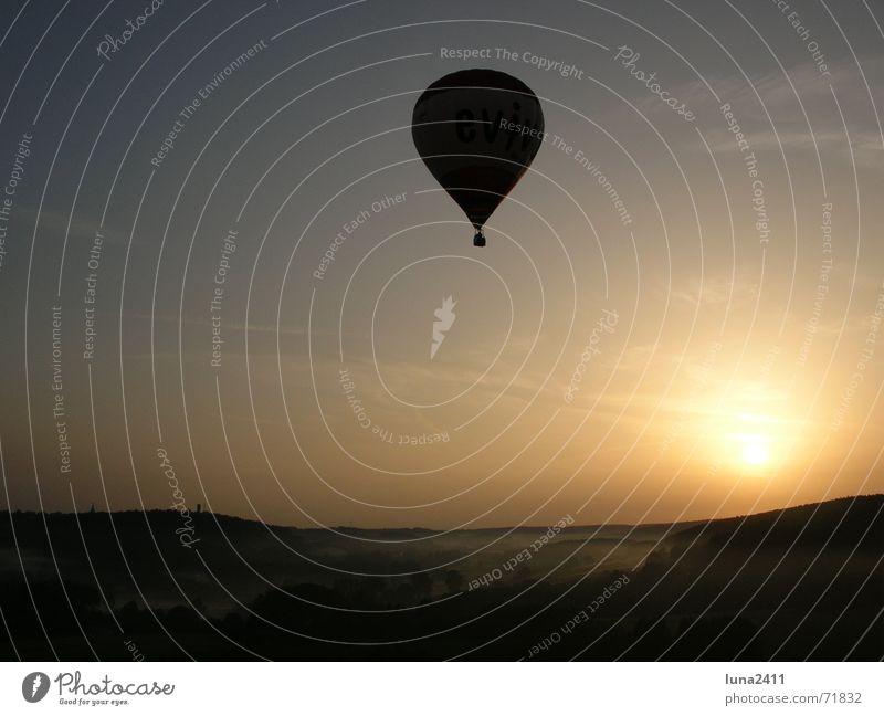 Ballonfahrt am Morgen 2 Himmel Sonne Landschaft Nebel Treppe fahren Bodenbelag Ballone Nebelbank Ballonfahrt Bodennebel