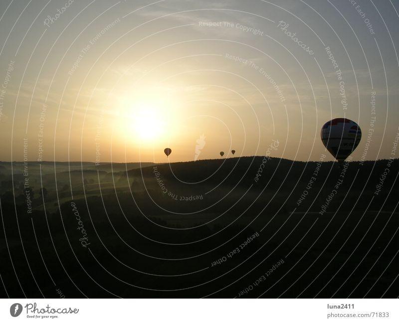 Ballonfahrt am Morgen 3 Himmel Sonne Landschaft Nebel Treppe fahren Bodenbelag Ballone Nebelbank Ballonfahrt Bodennebel