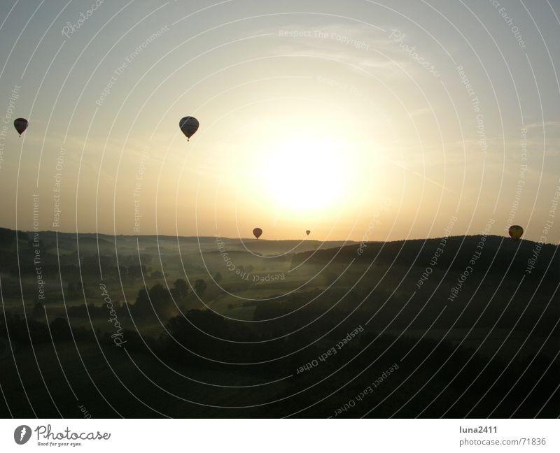 Ballonfahrt am Morgen 4 Himmel Sonne Landschaft Nebel Treppe fahren Bodenbelag Ballone Nebelbank Ballonfahrt Bodennebel