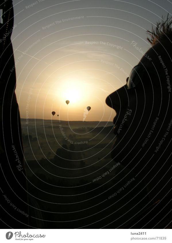 Mein Mann bei der Ballonfahrt Himmel Sonne Gesicht Landschaft Nebel Treppe fahren Brille Bodenbelag Ballone Sonnenbrille Korb Nebelbank Bodennebel