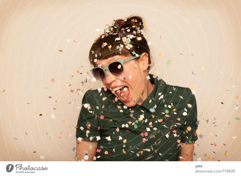 yeah! Mensch Frau Freude Erwachsene Leben Bewegung Glück lachen Feste & Feiern Party wild Zufriedenheit Geburtstag Tanzen verrückt Fröhlichkeit