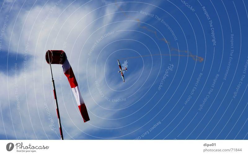 Flugzeuge im Bauch II Segelflugzeug Windsack Wolken Segelfliegen Kunstflug Himmel zirren b4 aufwind