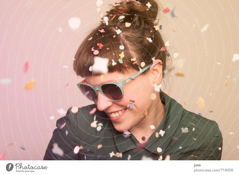 having fun Mensch Frau Freude Erwachsene Leben Bewegung Glück lachen Feste & Feiern Freiheit Party wild Zufriedenheit Freizeit & Hobby Geburtstag Fröhlichkeit